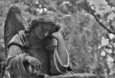 Comment fermer les comptes sociaux d'un proche décédé ?